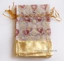 Маленький пакетик, с золотистой вставкой (белый с сердечками)
