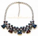 Колье с треугольными синими и малиновыми кристаллами